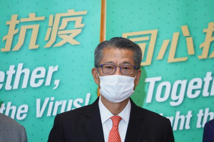 陳茂波呼籲仍未登記普及檢測的市民積極參與。(資料圖片)