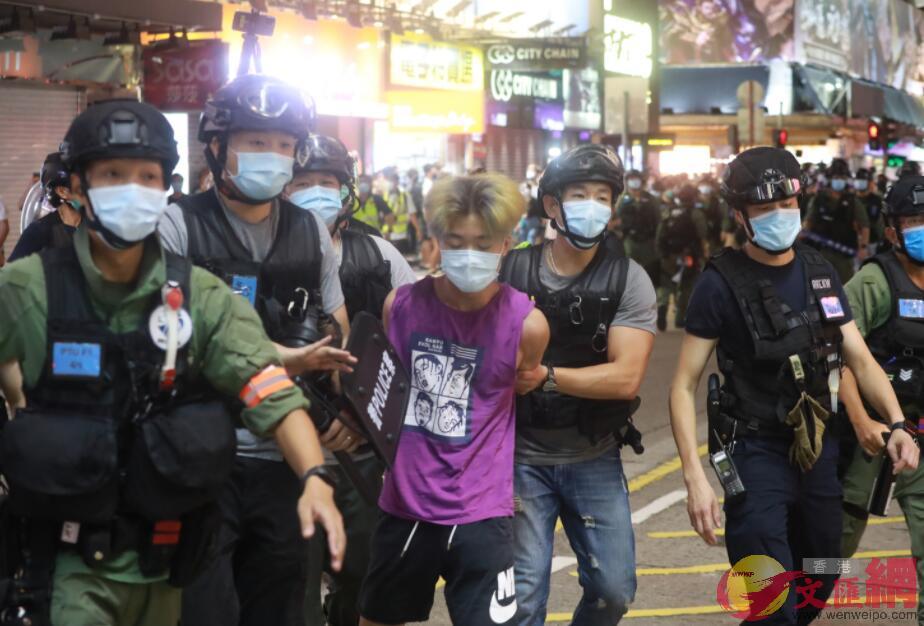 警方拘捕搞事者。