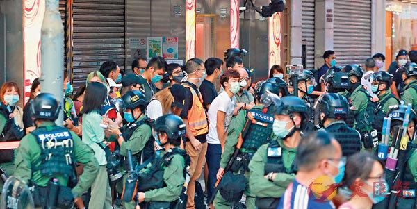 「獨人」及攬炒派政棍煽惑非法集結,警方果斷執法,採取驅散行動。香港文匯報記者 攝